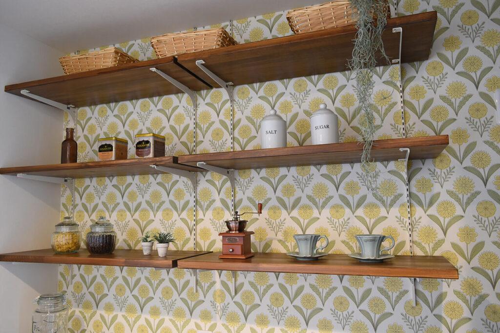 キッチン背面の作り付け収納