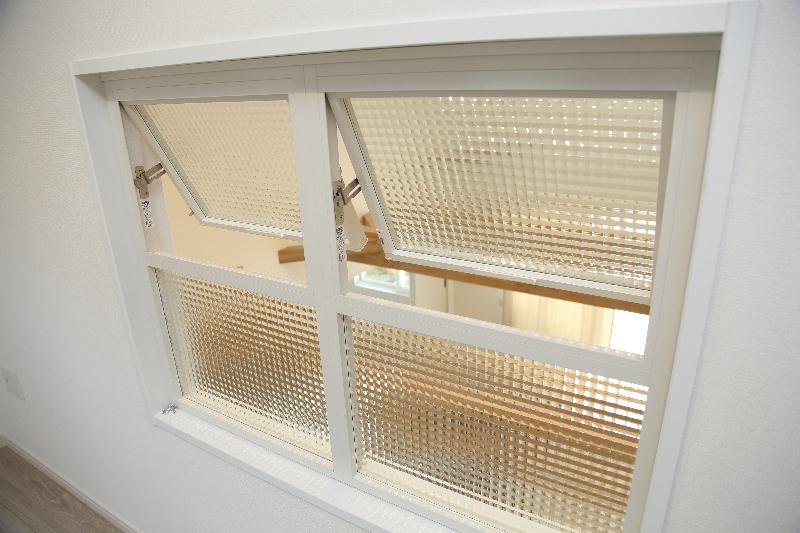 2F廊下には飾り窓