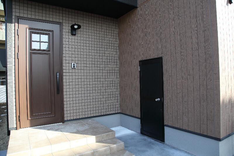 玄関と物置